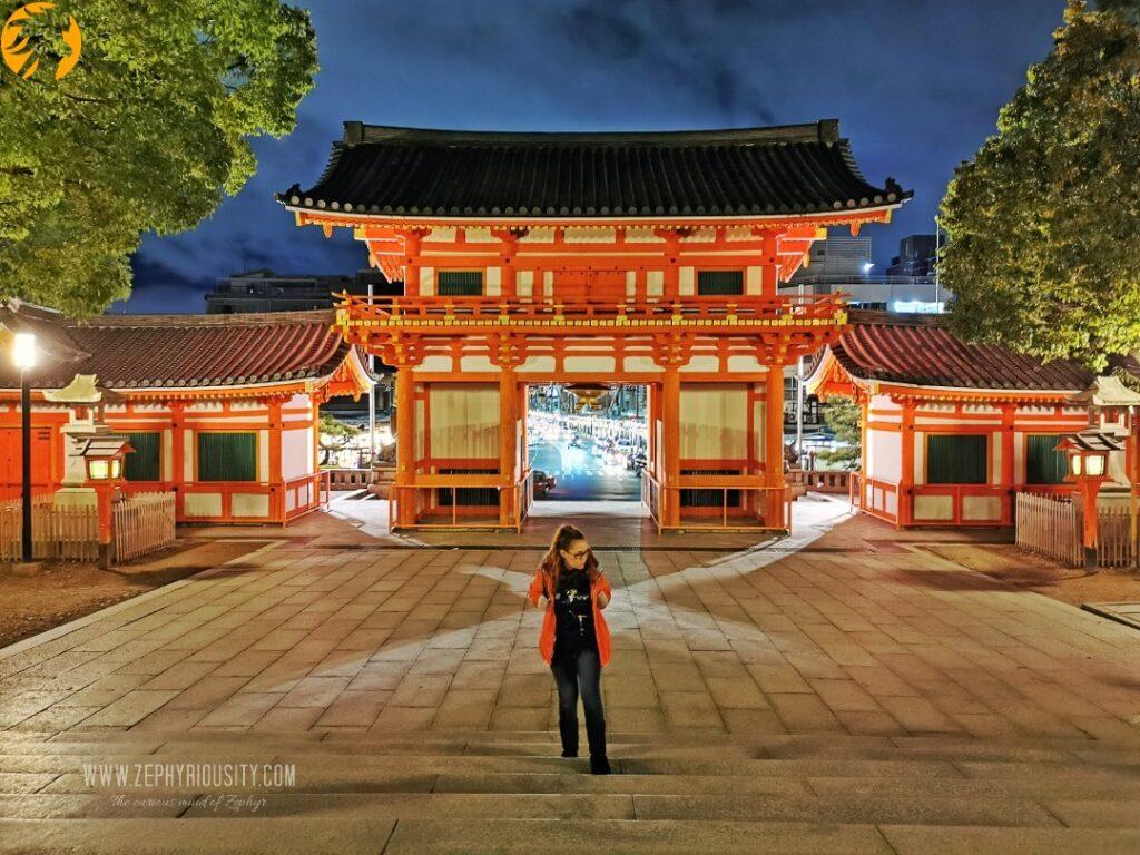 Zephyriousity at Yasaka Shrine