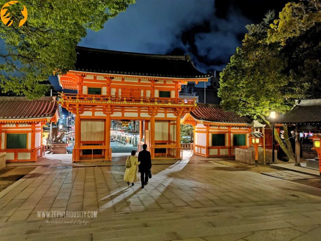 couple inside the Yasaka Shrine